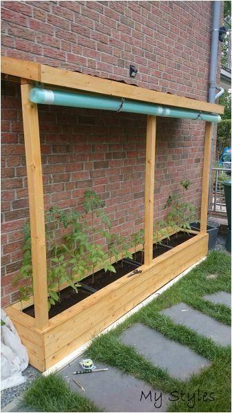 Ein Tomatenhaus, das von Instruct House unterstützt wird - Gartengestaltungsideen #garten #landschaftsbau #hanglage