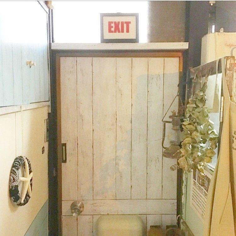 アパートあるある チープな玄関ドアをリメイクシートで簡単に