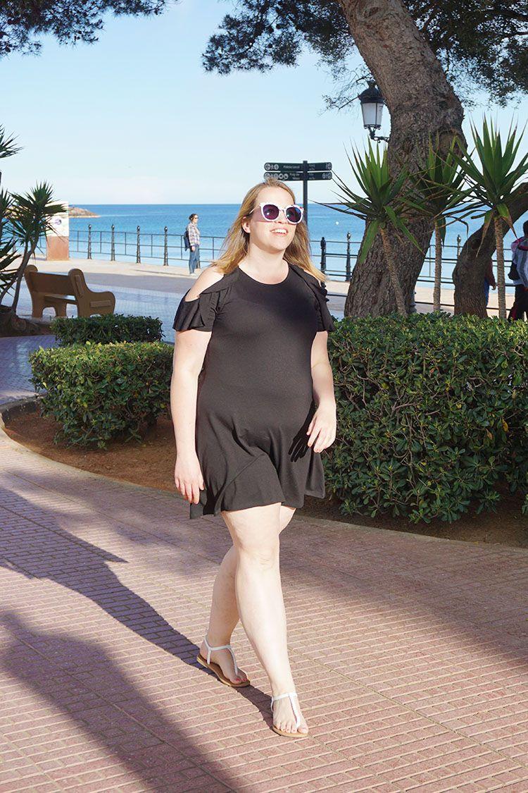 0add8241ed71de Een nieuwe outfit van een little black dress gecombineerd met een zonnebril  op sterkte van Polette.