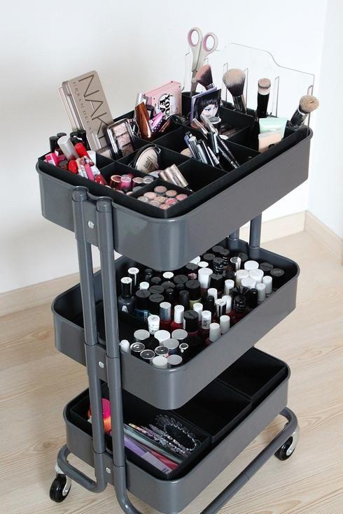 10 Utilisations Geniales De La Desserte Raskog D Ikea Rangements Maquillage Rangement Makeup Idee Rangement