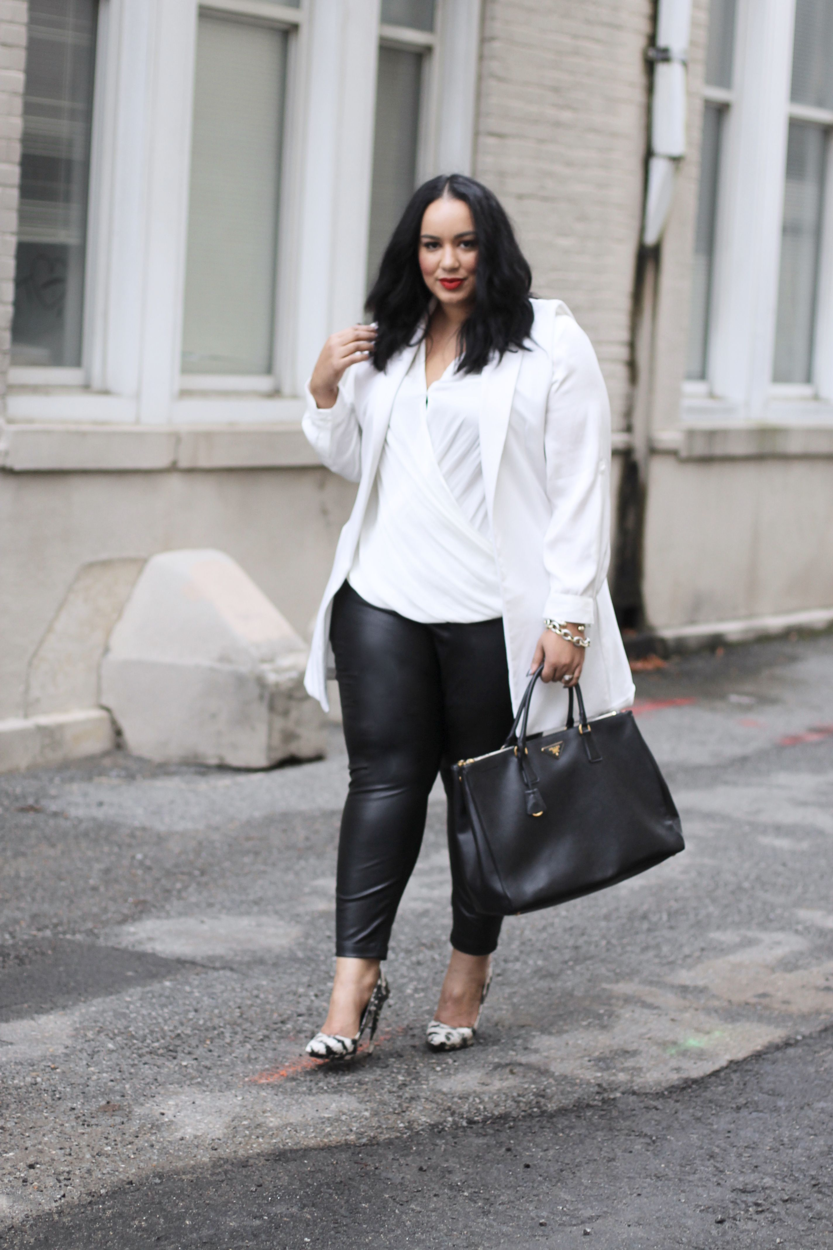 4f124f5564ac2 Black and White Outfit Idea