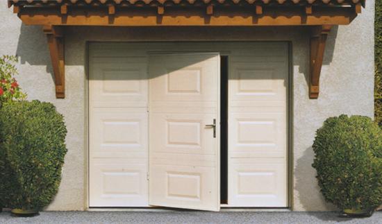 Porte de garage basculante avec portillon | CENTPOURCENTPOSE ...