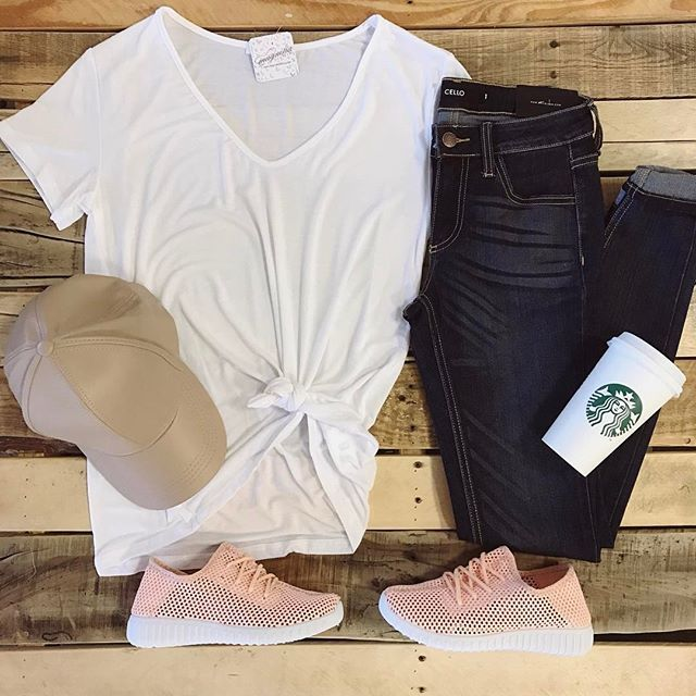 Squash that to do list in a cute & casual new style.🏃🏼♀️🗒 Basic White Tee, $24 Faux Leather Cap, $10 Whiskered Dark Wash Jeans, $48 Pink Sneakers, $32 (Click link in our bio to shop)