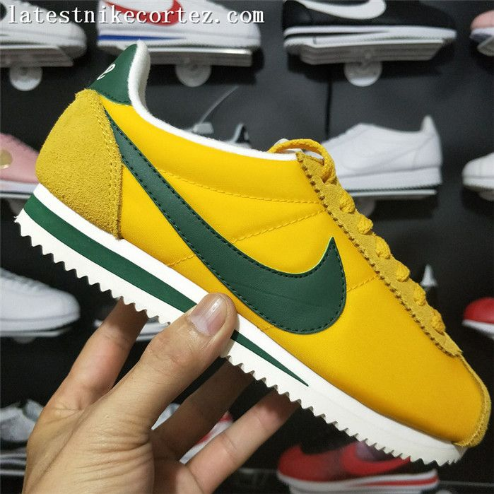 check out 94645 f256c 2018 Womens Vogue Nike Classic Cortez Oxford Cloth Yallow Green White
