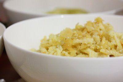 La Cucinetta: Spätzle Grundrezept (alguém sabe pronunciar isso???) Ficou com ar de fugir mas delicioso :)