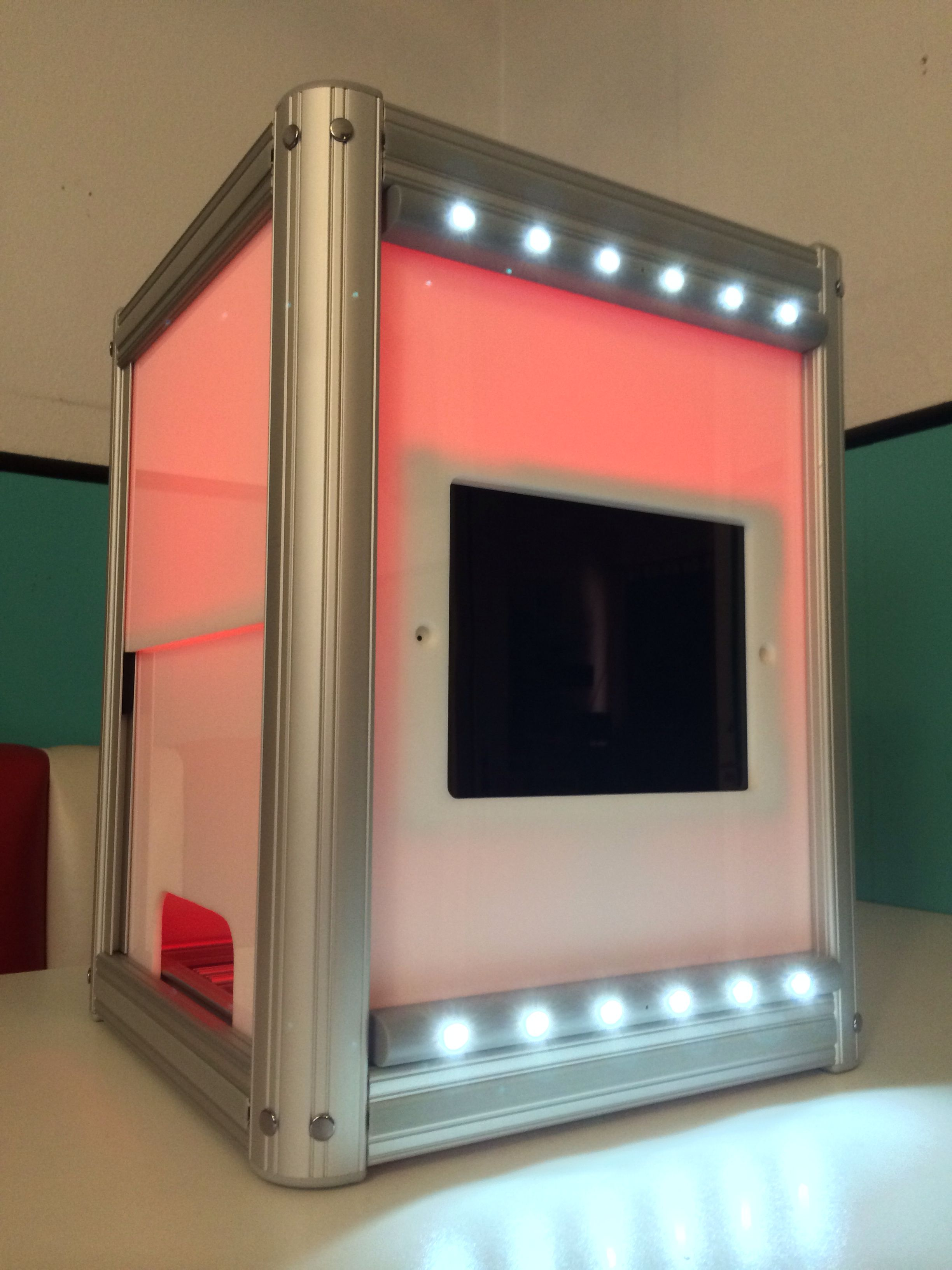 Portable open air photo booth shell for ipad air and