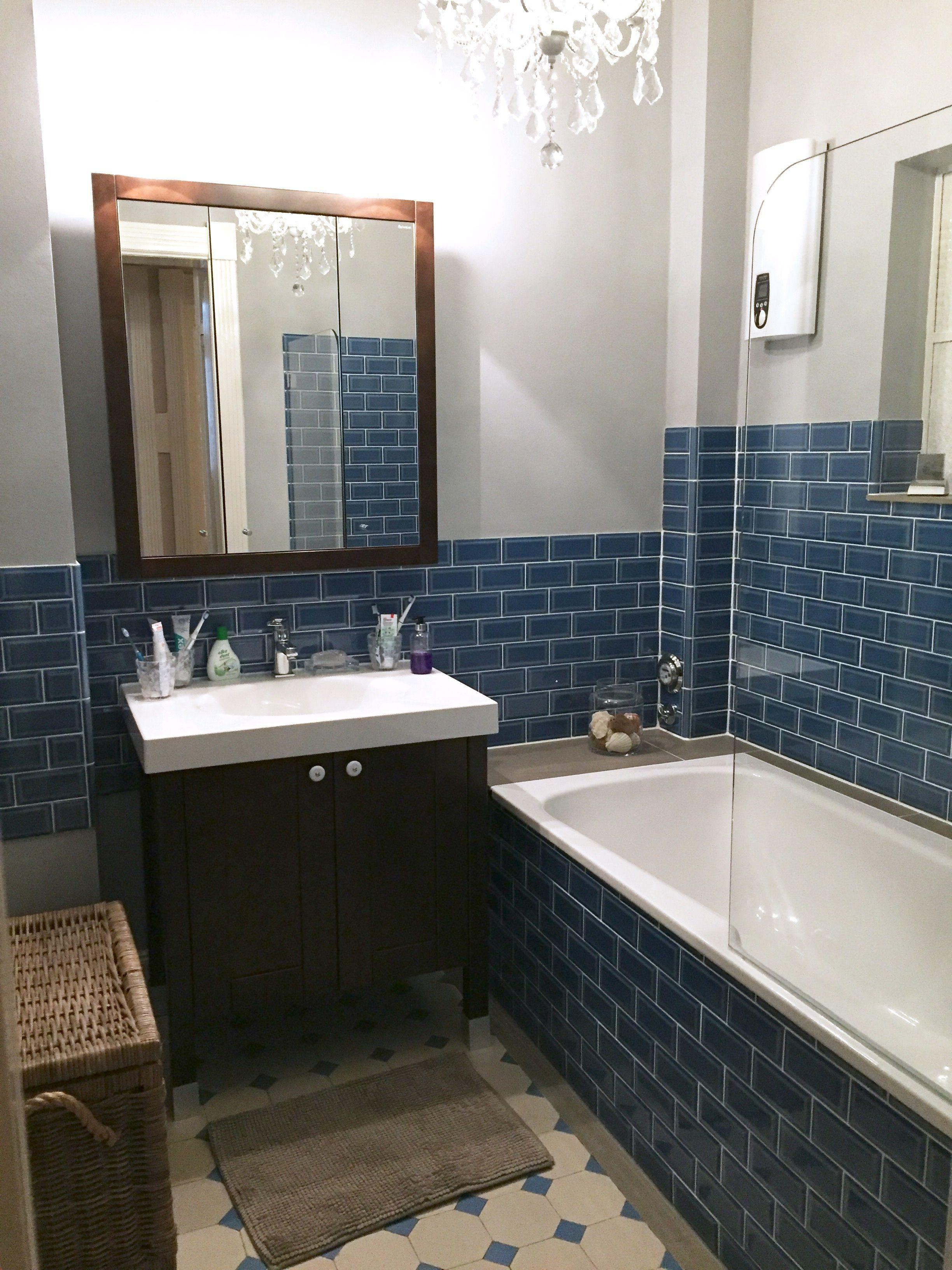 12 Minibad Nach Sanierung Blaue Metrofliesen Adex Dunkelbraune Rustikale Bader Badezimmer Blau