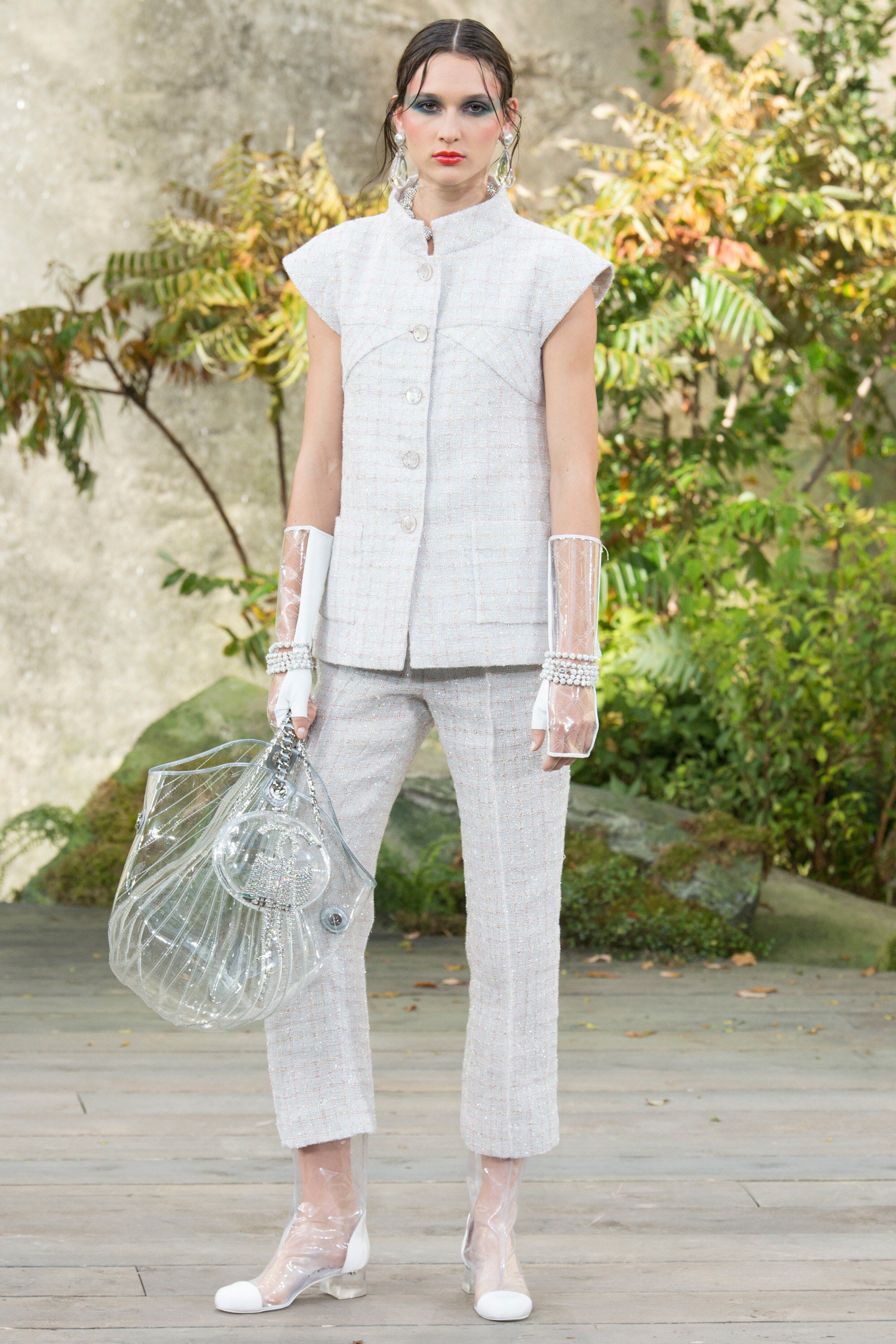 1e9f7418b25 Chanel Spring 2018 Ready-to-Wear Fashion Show Collection