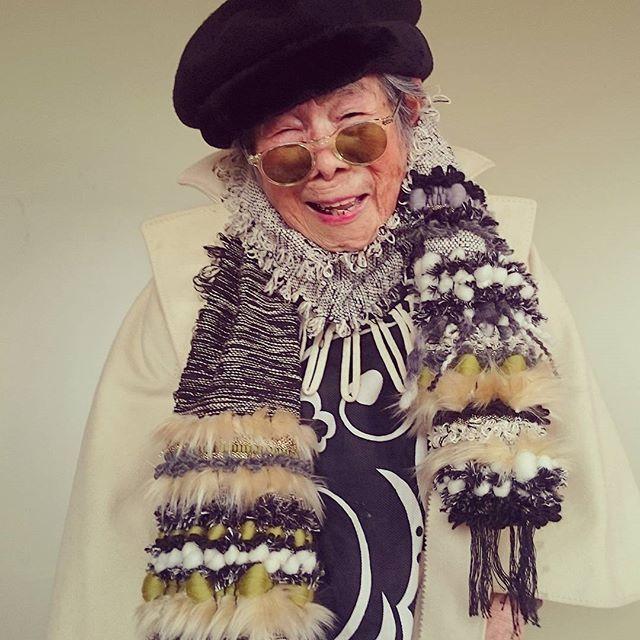 #monotone#mode#fashion#1000weave#tgcemk#grandma#93yearsold#weaving#happy#yarn#handmade#knit#wool#model#cool#lovely#flowers#kaumo#smile#祖母#おばあちゃん#93歳#織物#スマイル#糸#さをり織り#ハンドメイド#モノトーン#ニット#ファッション