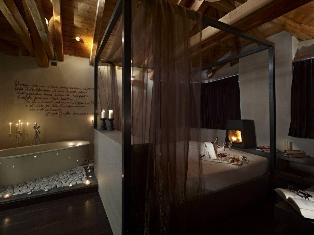 Vasca Da Bagno Nella Camera Da Letto : Letto baldacchino con vasca da bagno nella camera graffer chalet