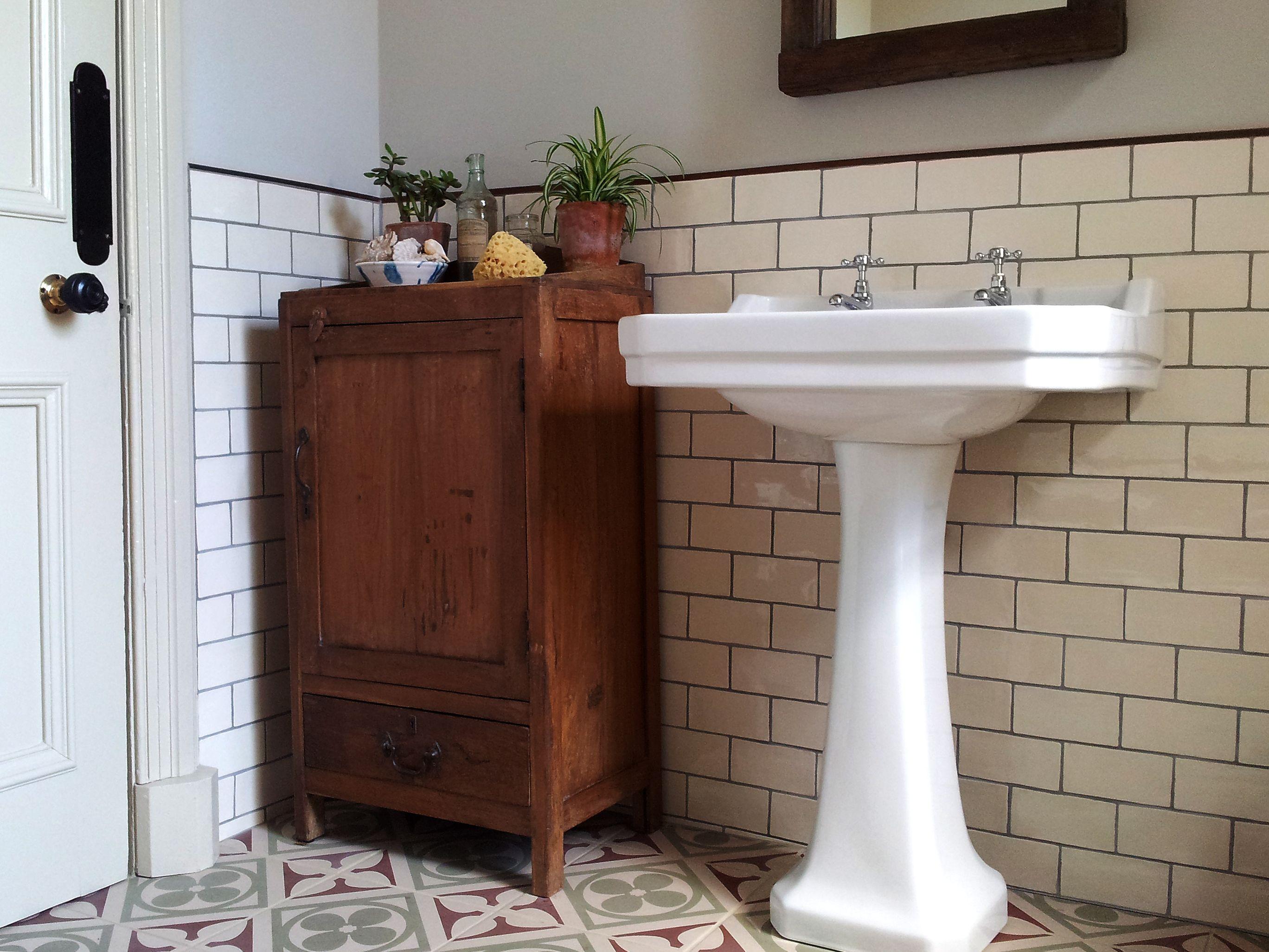 Burlington Bad Setzt Traditionelle Badezimmer Waschbecken Badewannen Kanada Traditionelle Badezimmer Suiten Vintage Bathrooms Edwardian Bathroom Sleek Bathroom