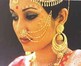 Indian bride jewellery huge gold hooped chandelier earrings and indian bride jewellery huge gold hooped chandelier earrings and headdress pretty gopi dots mozeypictures Image collections