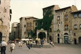 Google Image Result for http://www.hotelcertaldo.it/images/stories/yoogallery/SANGI/8%2520piazza%2520della%2520cisterna.jpg