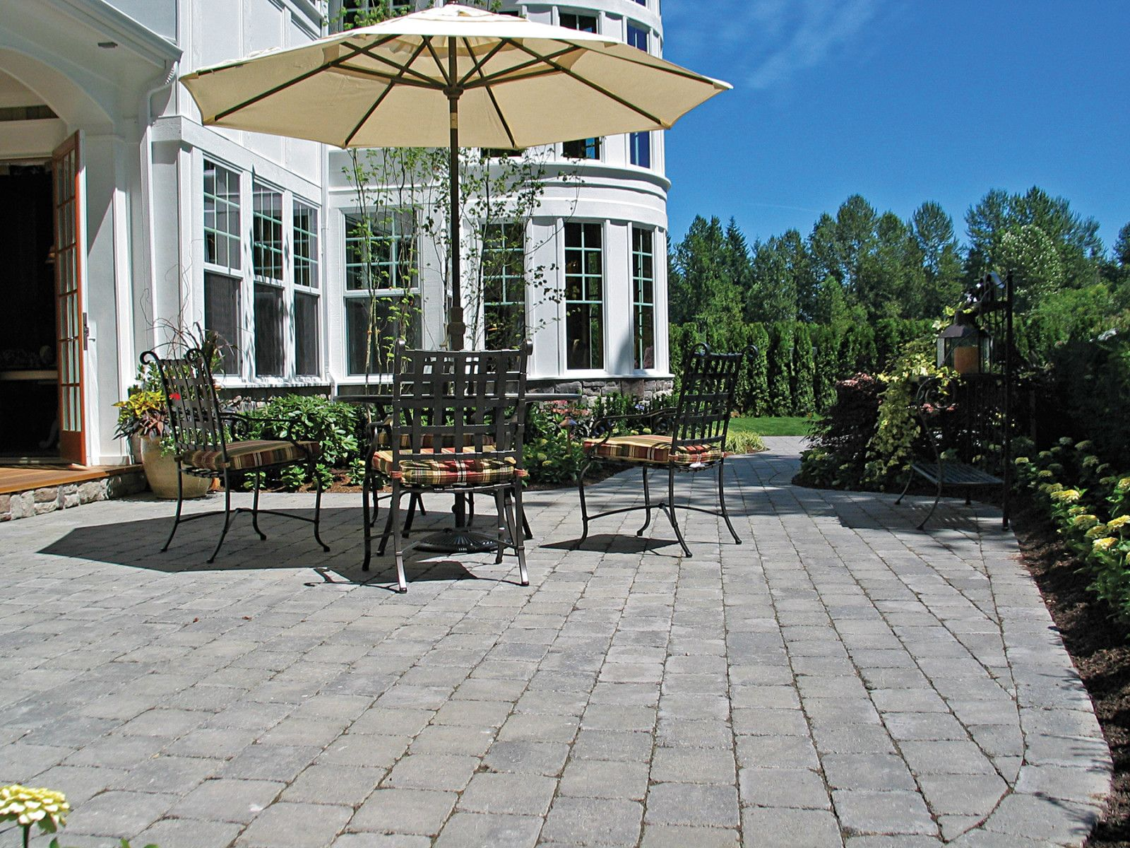 Roman Cobblestone Cascade Blend Mutual Materials