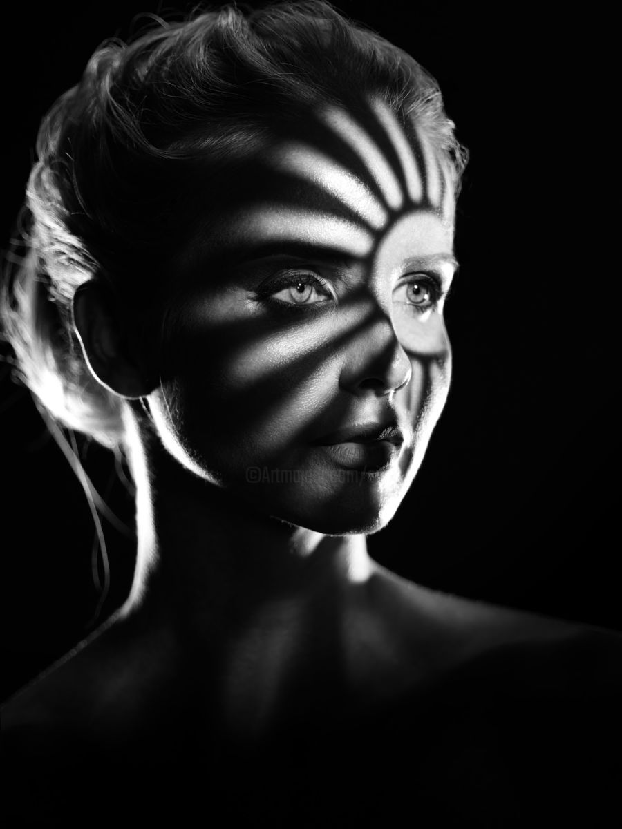 Playing with Shadows 3 - Photographie ©2018 par Maksim Zayats -                                        Noir et blanc, Portraits, bw, black and white, shadows, gobo