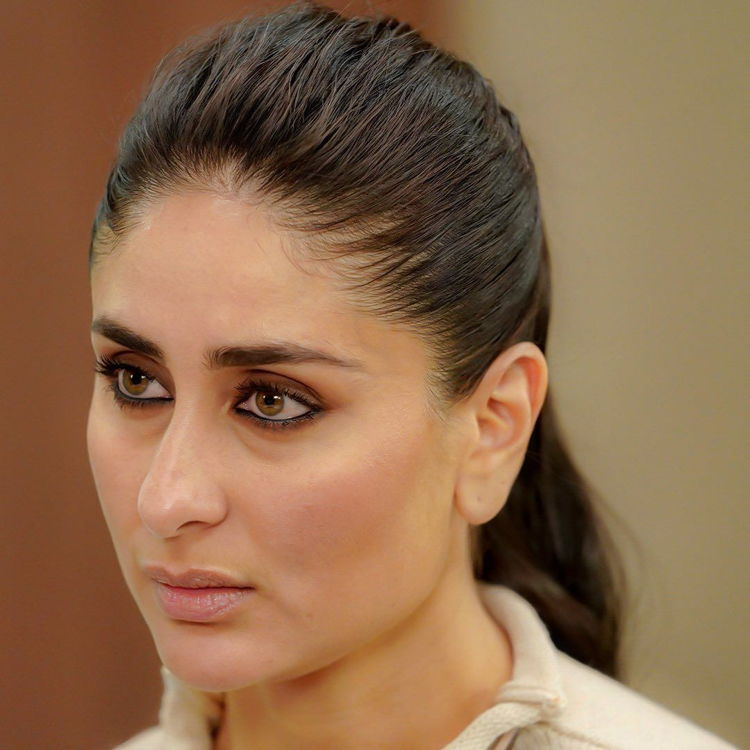 Kareena Kapoor Khan Fanclub On Instagram Kareena Kapoor Khan Makes The Most Of Her Meaty Part By Sinking Her Kareena Kapoor Khan Parneeti Chopra Desi Beauty