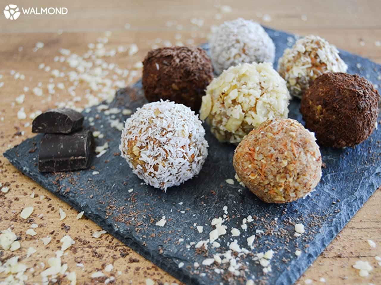 Ideais para um lanche em família, estas deliciosas trufas de frutos secos são típicas de qualquer altura do ano. Juntando ingredientes saudá