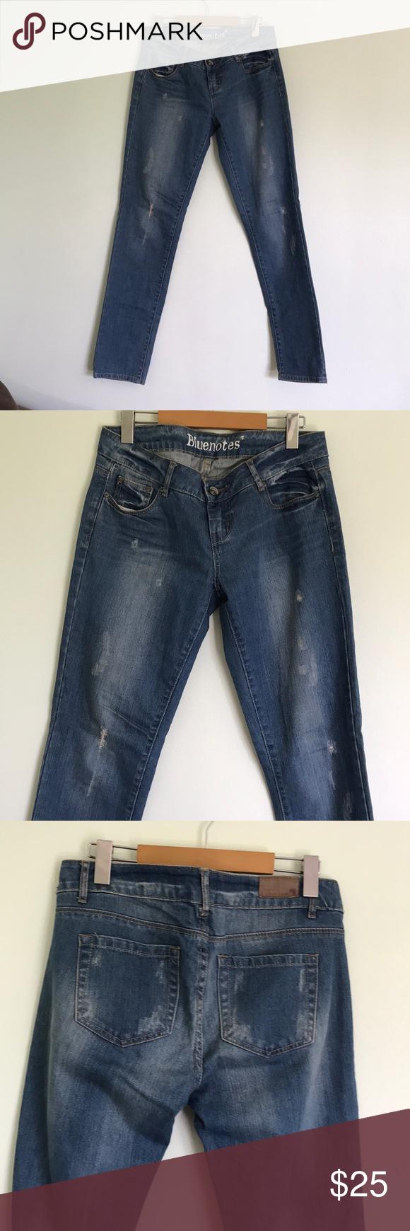 Bluenotes Jeans size 29 Light distressed light wash jeans  Inseam: 32 B0630 Bluenotes Jeans Straight Leg