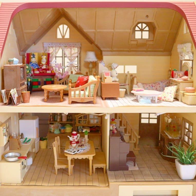 ぶどうの森のお家 ほぼライブでのセットのまま ソファーの布をゴブランから明るい色に変えました シルバニアファミリー Sylvanianfamilies Calicocritters 森林家族 Miniature Home シルバニアファミリー 明るい色 布
