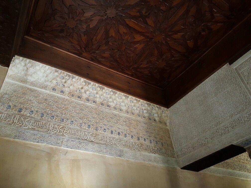 Teto e paredes do Palácio de Alhambra - Espanha - Granada