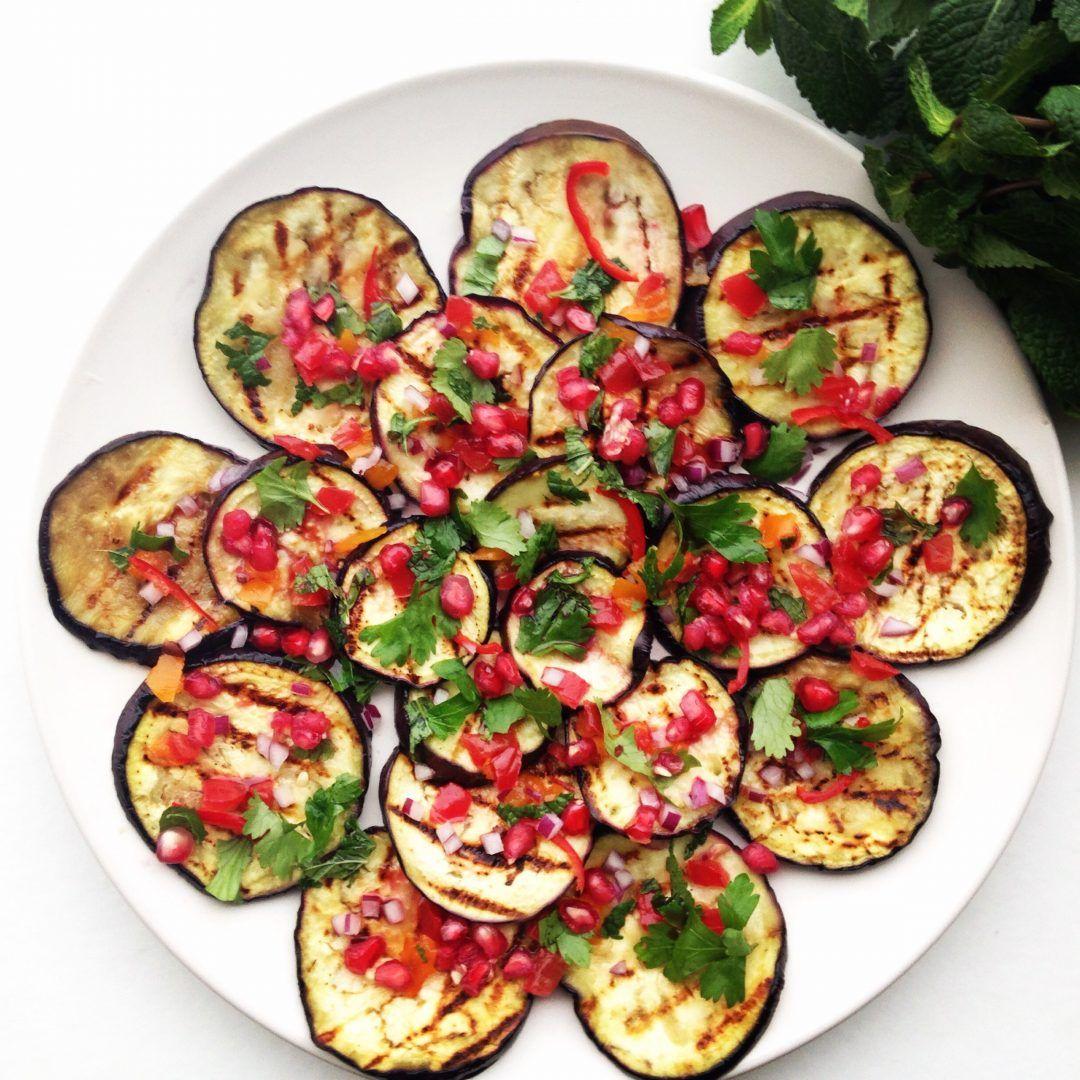 Recept: Aubergine salade met kruiden en granaatappel