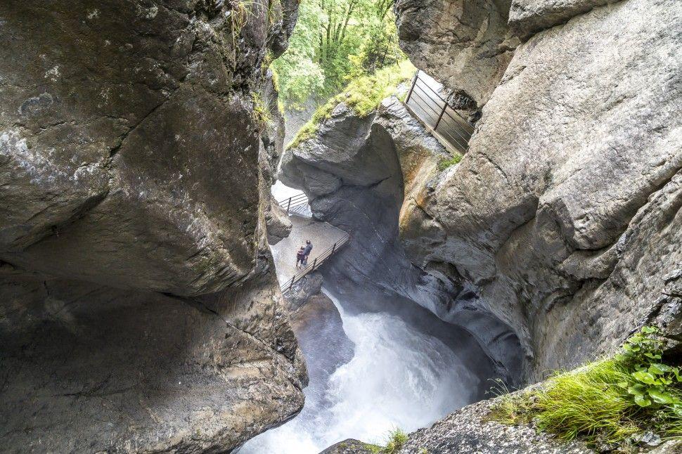 Lauterbrunnen Tosende Wasserfalle In Der Schweiz Wasserfall