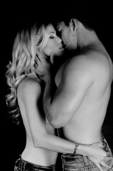 Erotic washroom kiss and sexy ebony