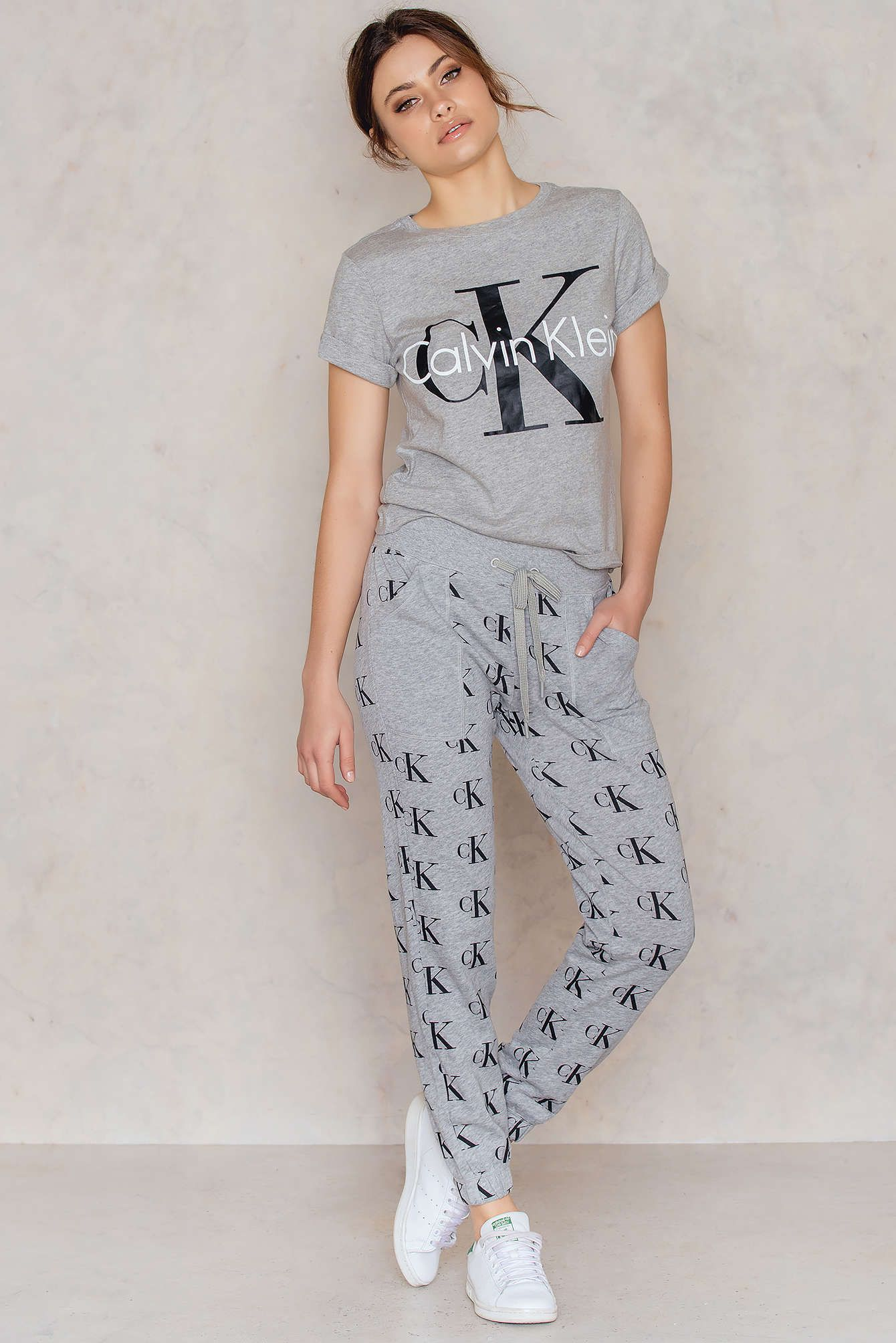 Stay chill and cool the retro pant by calvin klein comes in grey