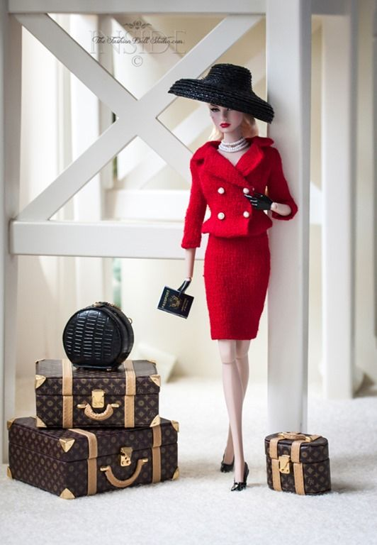 ©2015 Inside The Fashion Doll Studio. I want this luggage!