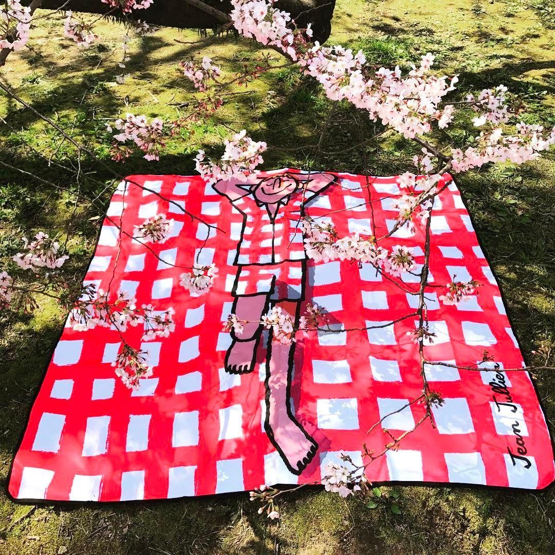 "5,912 Likes, 33 Comments - Jean Jullien (@jean_jullien) on Instagram: ""I made a picnic mat 📸@supremejyh"""