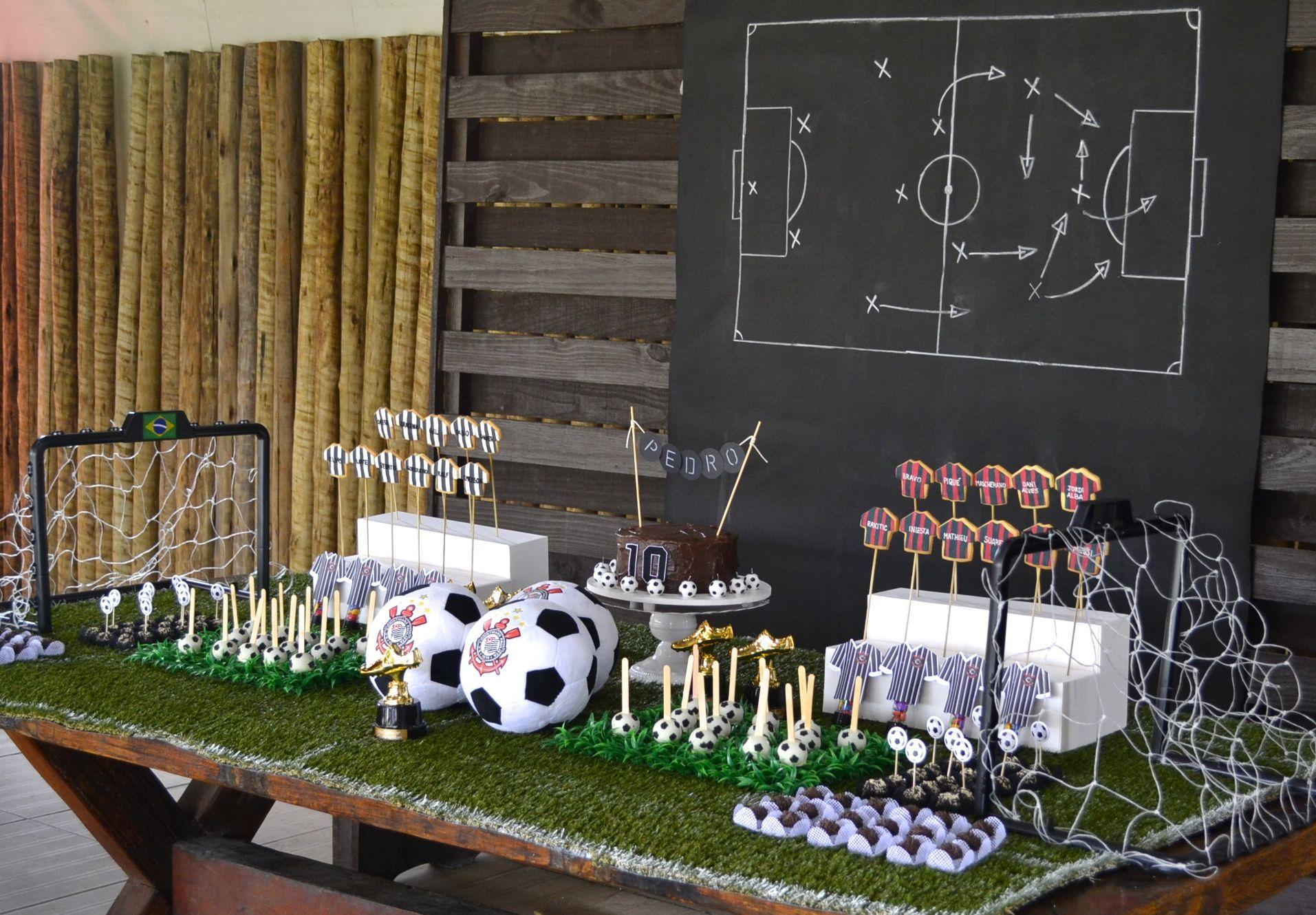 Soccer themed party table Mesa para festa infantil com o tema Futebol bem  original por Babolina 7efd8aa9fa5df