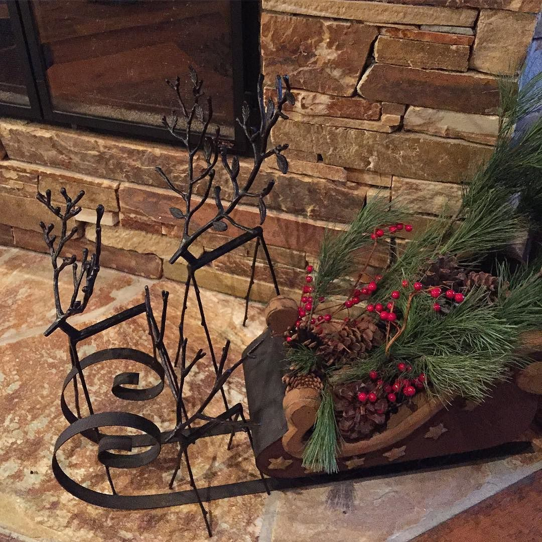 Mixing a little nature inside always looks nice and smells good too. #christmas #cottagestyle #muskoka #lakejoseph