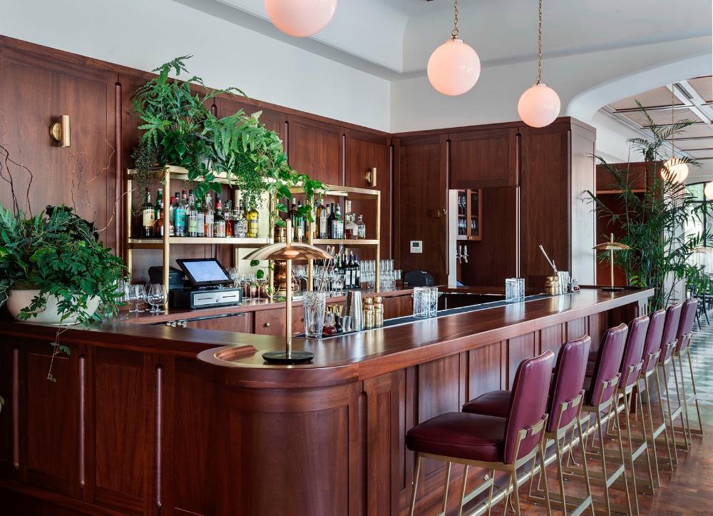 Dewberry Hotel:探索南方现代主义的概念 Hospital interior design, Restaurant, Counter design