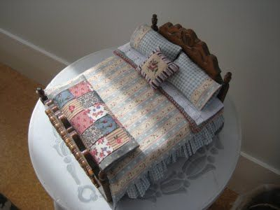 Miniature calico patchwork quilt - tutorial at this site | Quilts ... : making miniature quilts - Adamdwight.com