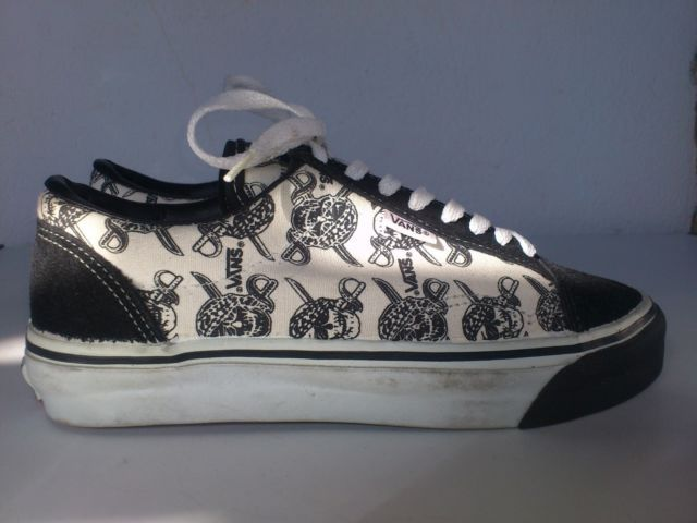 9b3d9ec481 Vintage Vans shoes Old skool low PIRATE SKULLS Made in USA 80s Rare  Deadstock 399.99