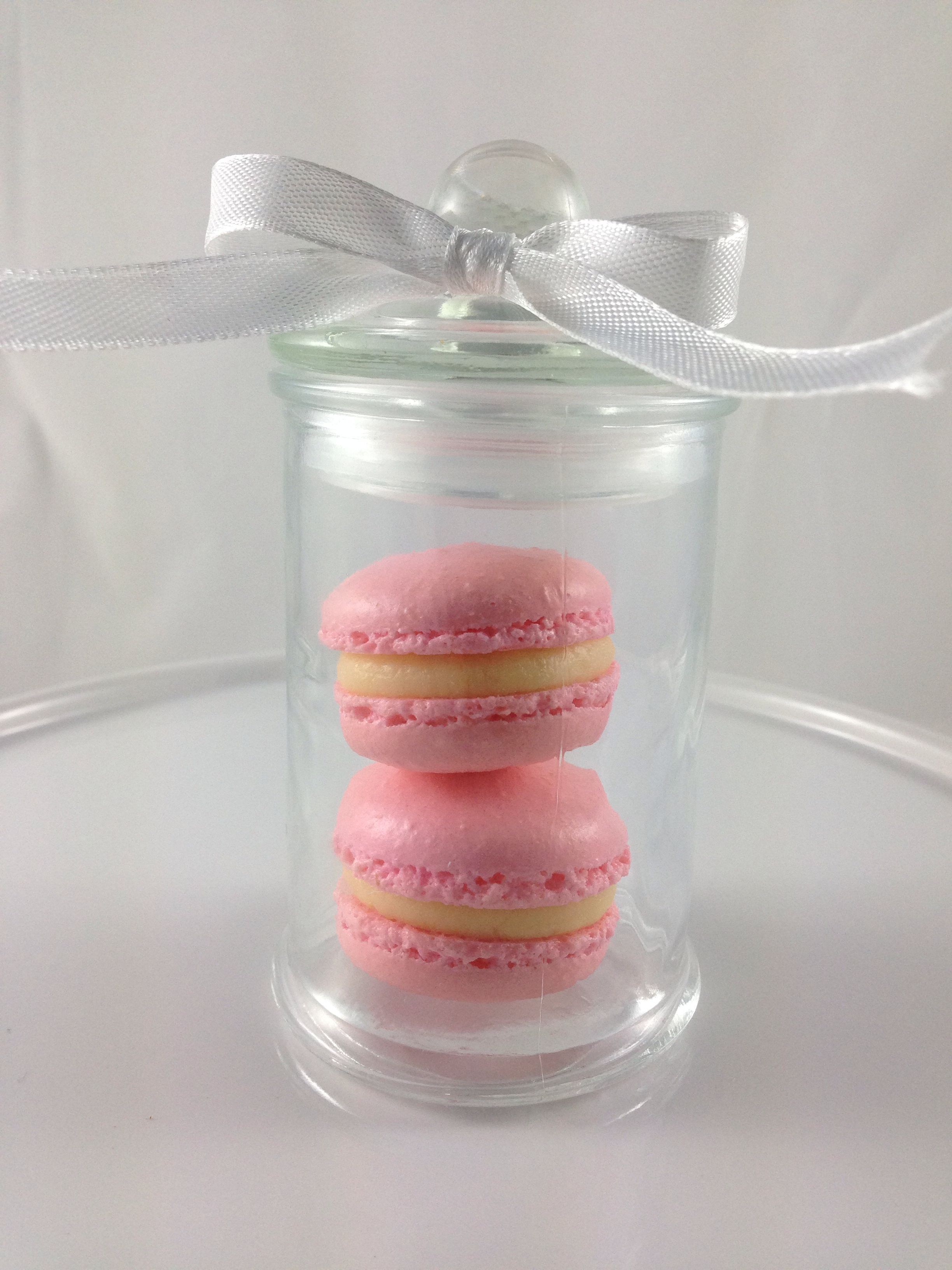 Mini Macarons in a jar - perfect for wedding favor. | My dream ...