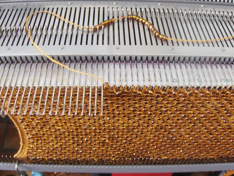 Machine Knitting. Adding beads. | вязальная машина | Pinterest ...
