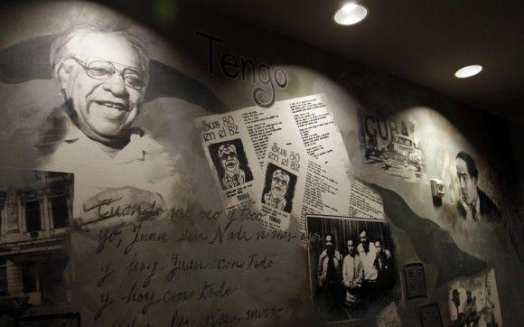 Busboys and Poets, librería y restaurante de Washington. Cuba es el tema de un mural en el lugar, idea que surgió tras el anuncio reciente de la apertura de negociaciones diplomáticas, incluido el intercambio de prisioneros. Foto: Ismael Francisco/ Cubadebate