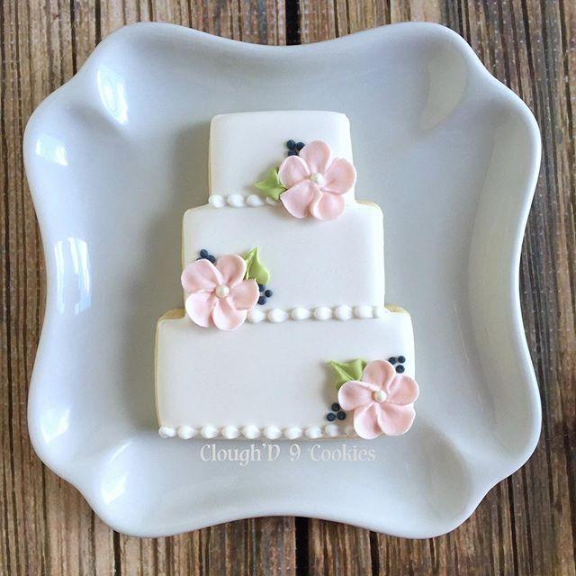 Sometimes, less is more. #bridalcookies #instacookies #customcookies #decoratedcookies