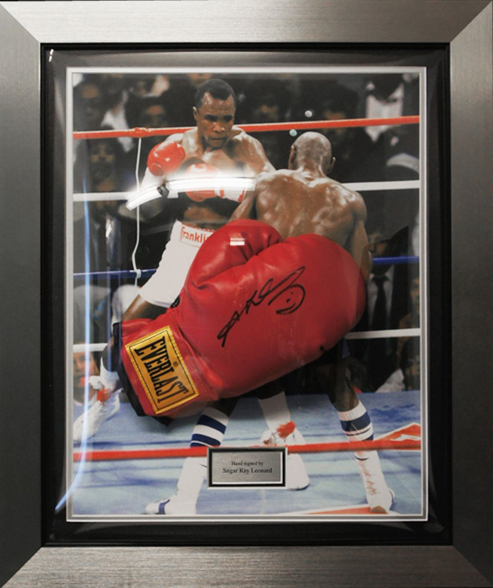 ff5fe0a5090 This authentic hand signed Sugar Ray Leonard Everlast boxing glove display  Hand signed by the boxing legend The picture backdrop is of the classic  encounter ...