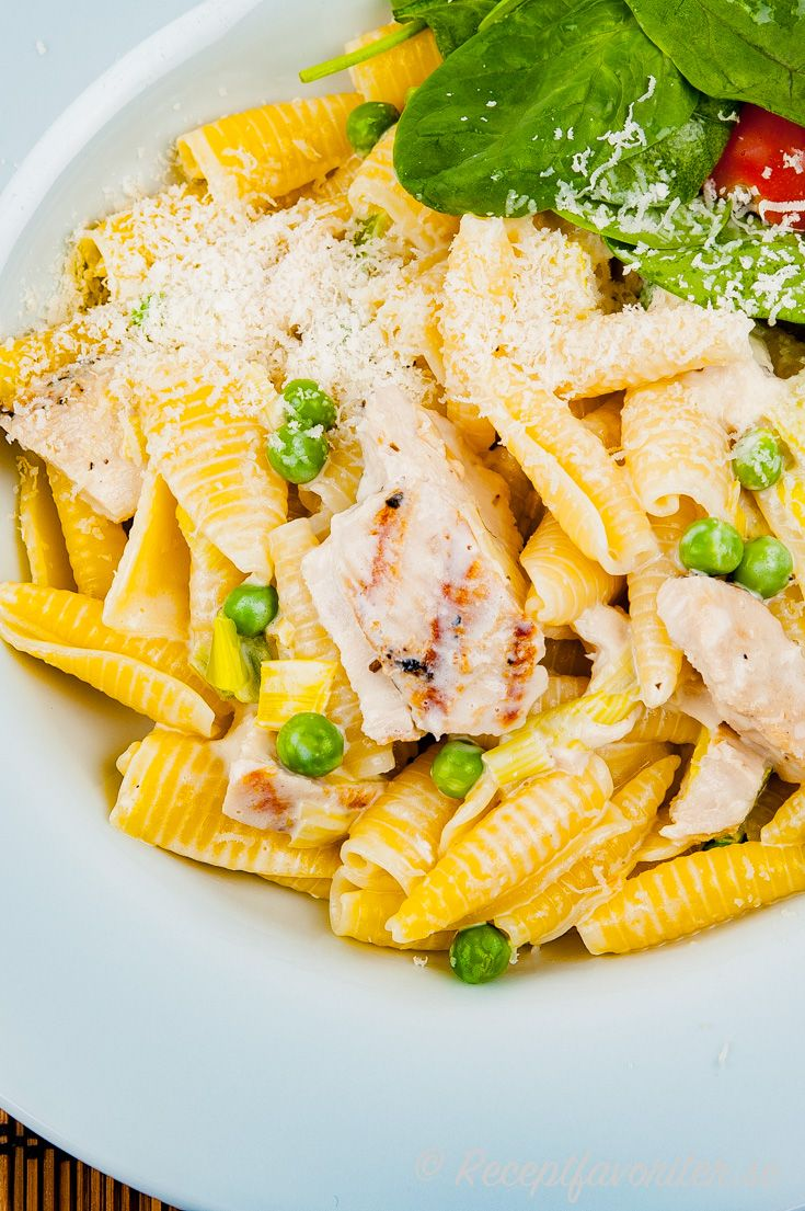Kycklingfile Med Pasta Parmesan Och Artor Recept I 2020 Mat