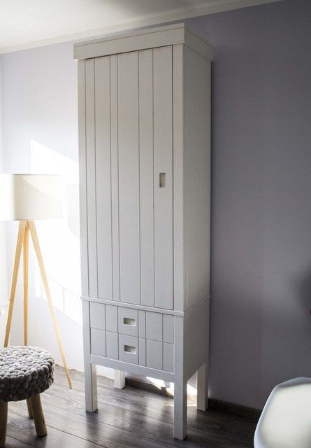 Kinderzimmerschrank weiß  Kinderzimmerschrank weiß. Kleiderschrank aus Massivholz weiß ...