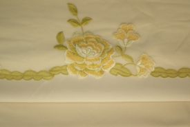 Trio Ivory, Ivory, Gold & Green Roses