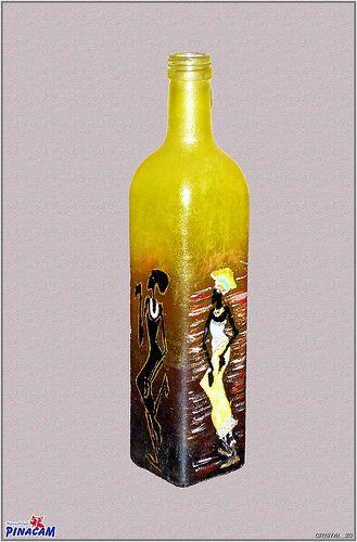 Botella pintada en Manualidades Pinacam.  www.manualidadespinacam.com #manualidades #pinacam #cristal