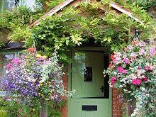 Wow love this green door!