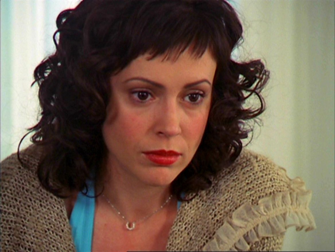 Love The Combo Of Short Fringe Curls Alyssa Milano As Phoebe