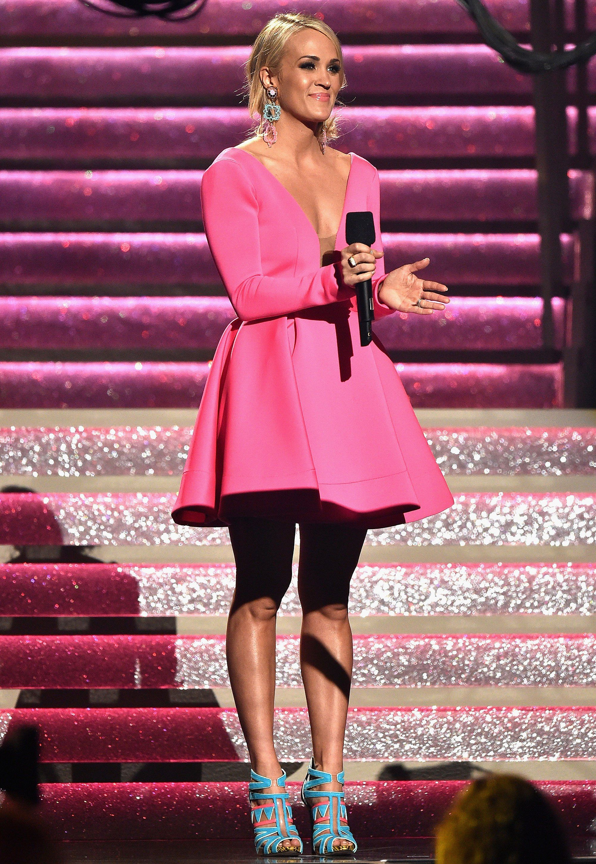 Change Artist! See Carrie Underwood\'s 11 Epic Outfits at the 2017 ...