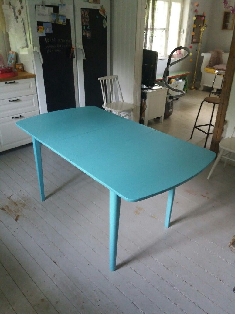 Saatu pöytä ja maalipurkki kohtasivat ja 👌