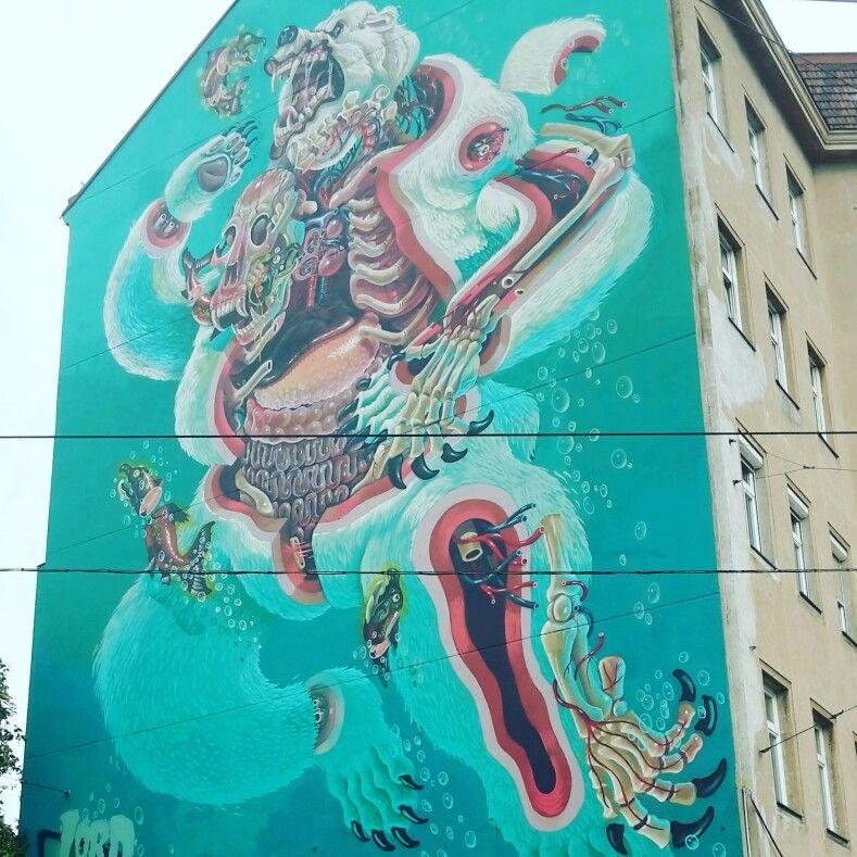 Impressionante murale alla fermata del tram di Knöllgasse, Wien. Photo made by Fulvia Marai.