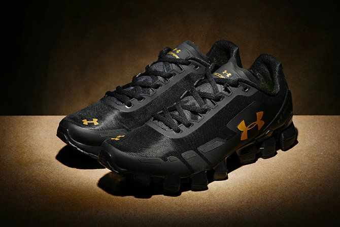 sale retailer 36f06 26dd8 Under Armour Scorpio CH Men US 8.5 Runing Shoes Black Gold